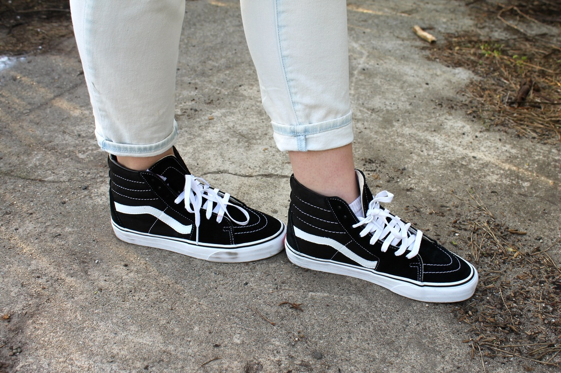 0ea4a97b85b5 OOTD  I got my vans on but they look like sneakers - Katia